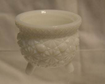 LE Smith Daisy and Button Pattern Milk Glass Footed Cauldron Candle Holder Candy Dish Vintage Item #384