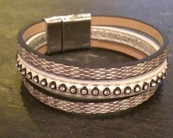 Bracelet cuff grey leather with magnetic clasp