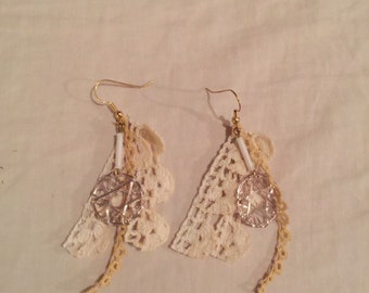 Vintage lace earrings with dream catcher