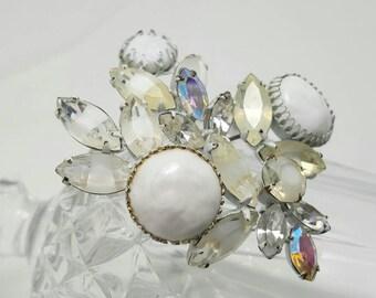 REGENCY White Glass Pin