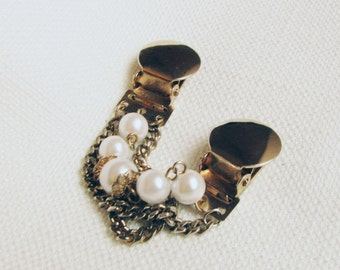 Vintage Faux Pearl Gold Tone Sweater Guard/ 1960s Chain and Pearl Sweater Clip