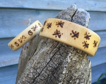 Vintage wooden bangle bracelet set