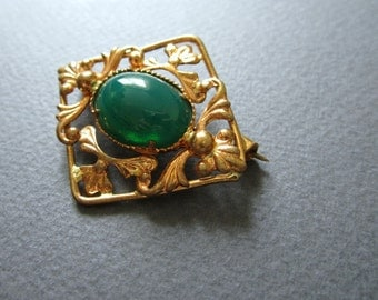 Green. Brooch. Free shipping.