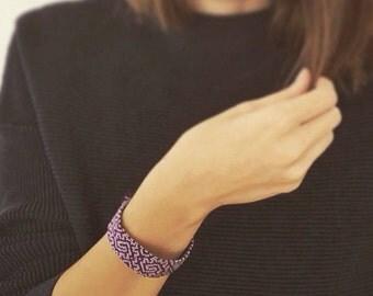 Handmade bracelet. Friendship bracelet. Woven bracelet. Purple bracelet. Lilac bracelet. Geometric bracelet.