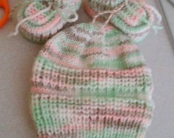 Knitted baby hat and booties,size 0-3