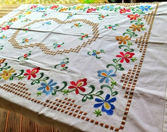 Linen tablecloth with embroidery - Garden Plaid