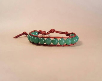 Green aventurine and leather bracelet with Celtic knot detail