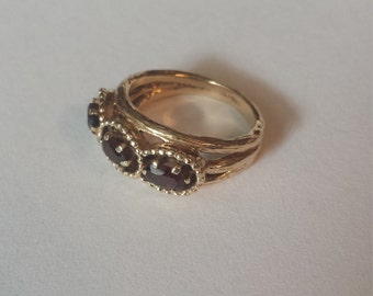 14K Yellow Gold Band (Ring) With Garnet