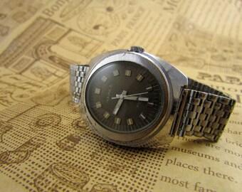 Soviet Watch Chayka. Chaika Russian Mens Mechanical Wristwatch USSR 17 jewels,Rare Antiques Shop
