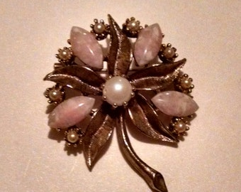 """Estate Vintage Gold Tone Pink Pearl Lucite Flower 2"""" Brooch Pin"""