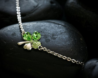 Lucky 4 Leaf clover jewellery set featuring Swarovski crystals in peridot set in a lustrous rhodium finish