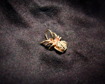 Spider, Spider necklace, Arachnid jewelry,Spider pendant