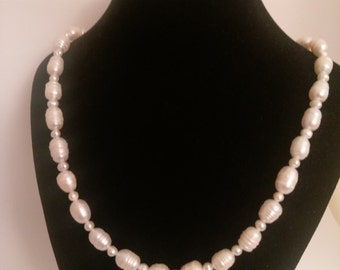 Fresh water pearl necklace - white