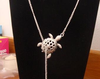 Collar turtle and made nine rhinestone hand silver