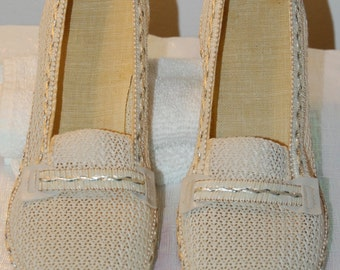 vintage mesh shoes, 40s or 50s summer shoes, short heel, comfortable shoes, casual, off white, slip ons