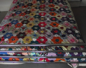 Vintage Quilt - Handmade Quilt -  Patchwork Quilt - Old Fashioned Quilt