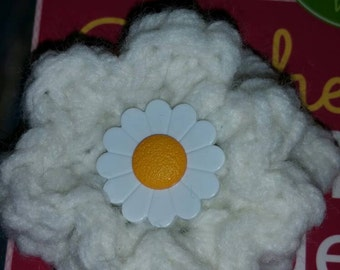 1 hand crochet flower hair clip white new