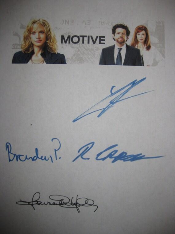 Motive Signed TV Pilot Script Screenplay X4 Autograph Louis Ferreira Lauren Holly Brendan Penny Roger Cross signatures