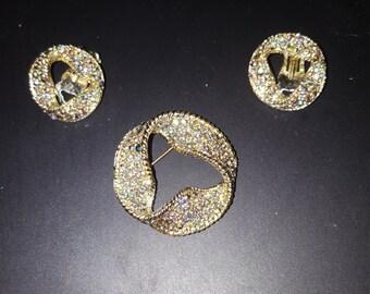 Set brooch and earrings