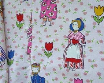 large scalloped valance 23 by 104 great fabric with colonial dolls