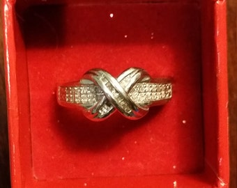 925 Sterling Silver and Diamond Chip Infinity Ring - About Size 7 ?