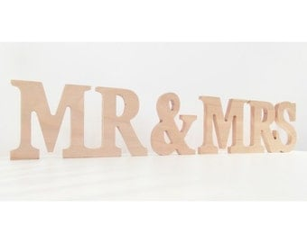 MR & MRS in wood! A prefect and a fun decoration for your house, on a door or on a wall!