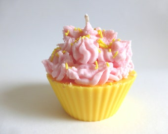 Strawberry and vanilla scented cupcake candle with sprinkles