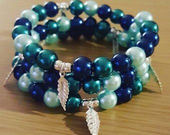Blue Pearl Bead Memory Wire Bracelet with Charms
