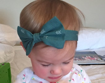 Green with white arrows / large bow / headband
