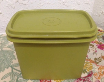 Vintage Tupperware Green Stack and Store with lid 1243-12
