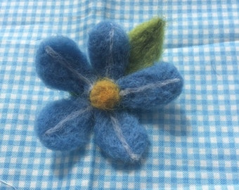 Flower needlefelt hair clip