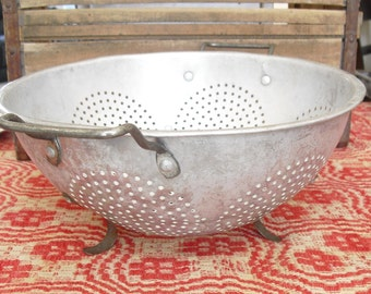 Vintage Aluminum Strainer, 7 Circle Punch Design, 11 Inch Strainer, 3 Footed Colander, Kitchen Strainer, Metal Strainer, Two Handle Strainer
