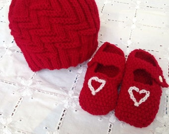 Red Beanie and Bootie Set 0-3 Months