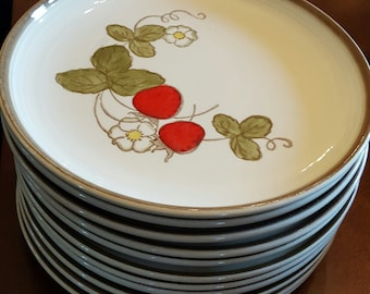 11 Metlox Poppytrail California Strawberry Salad Plates