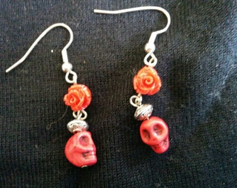 Mini red skull earrings with roses