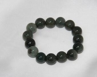 Bracelet stones Jade was lucky