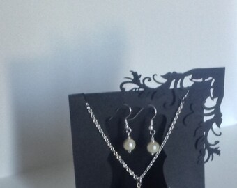Simple Pearl necklace & matching earrings great as a bridesmaids gift