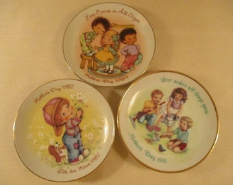 Three Vintage (1982, 1984, 1991) Avon 22K Gold Rimmed Mother's Day Plates