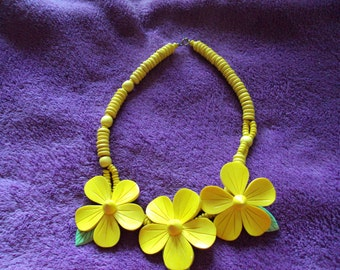 VINTAGE Plastic Yellow Flowers with a hint of green leaf Necklace 1980's