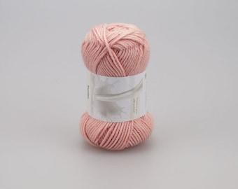 Tambo . Yarn made of milk protein.