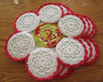 Red and White Crocheted CD 4 Placemat Set, Christmas Placemats, Placemat Set, Recycled CDs, Flower Placemat
