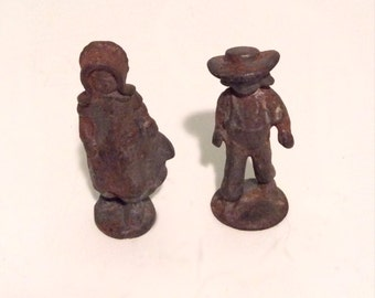 Vintage boy and girl Amish cast iron figures. Rusty miniature Amish figures.
