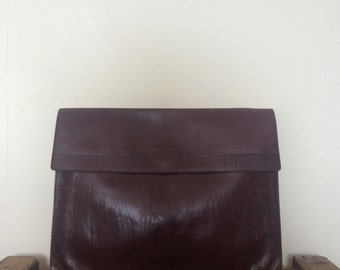 vintage. 1970s oversized leather clutch