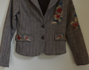 Jacket (jacket) genus tweed with embroidered flowers