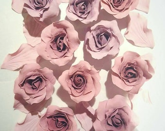 Edible sugar roses