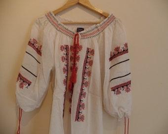 Beautiful Transylvanian bohemian Vintage embroidered peasant blouse
