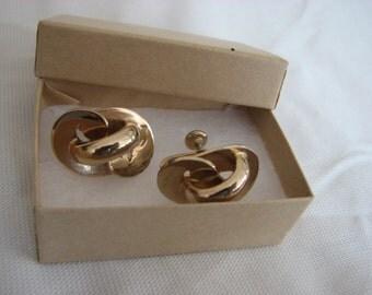 Vintage gold tone screw back earrings
