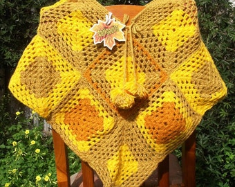 Poncho in yellow autumn colours