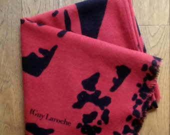 SCARF GUY LAROCHE