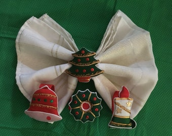 4 Vintage Christmas table napkin rings {set of four rings- never been used!}